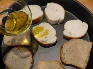 Рецепта за Домашни брускети стъпка 2