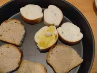Рецепта за Домашни брускети стъпка 3