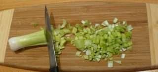 Рецепта за Праз лук с домати стъпка 2