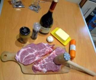 Рецепта за Свински пържоли с топено сирене стъпка 1
