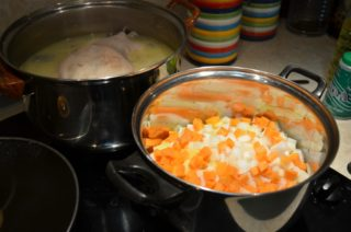 Рецепта за Пиле със зеленчуци стъпка 2