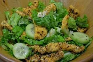 Зелена салата с пилешки филенца