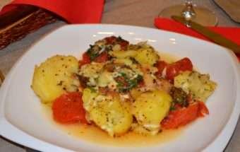 пиле с картофи и домати на фурна