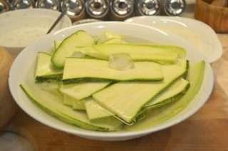 Рецепта за Тиквички по гръцки стъпка 2