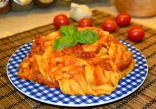 Спагети с домати