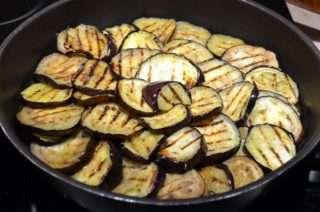 Рецепта за Патладжани с домати на фурна стъпка 1