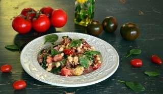 Рецепта за Салата от домати, спанак, авокадо и сирене стъпка 1