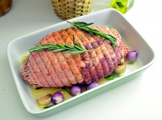 Рецепта за Печено агнешко на фурна с картофи стъпка 2