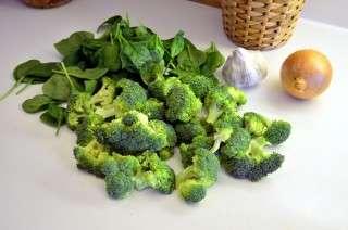 Рецепта за Крем супа от броколи стъпка 1