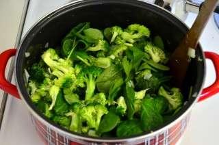 Рецепта за Крем супа от броколи стъпка 2