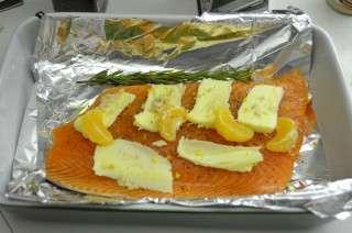 Рецепта за Сьомга на фурна с хрян, мандарина и розмарин стъпка 1