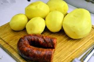 Рецепта за Картофи с чоризо на фурна стъпка 1