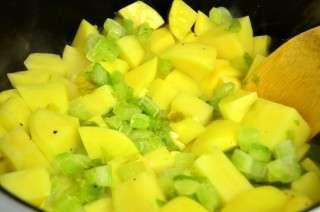 Рецепта за Картофи с чоризо на фурна стъпка 3