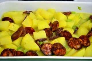 Рецепта за Картофи с чоризо на фурна стъпка 4