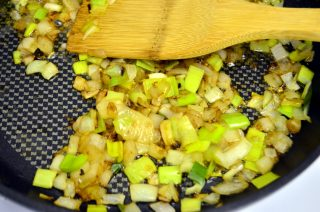 Рецепта за Кюфтета от червена леща, гъби и сушени домати стъпка 1