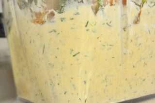 Рецепта за Пастет от пушена сьомга и крема сирене стъпка 3