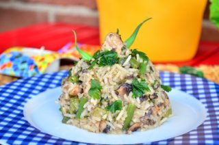 Свинско месо с ориз, гъби, целина и зелен фасул
