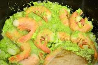 Рецепта за Спаначена паста с песто, броколи и скариди стъпка 4