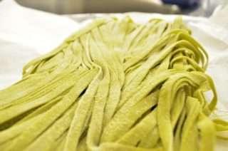 Рецепта за Спаначена паста с песто, броколи и скариди стъпка 5