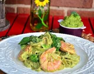 Рецепта за Спаначена паста с песто, броколи и скариди стъпка 8